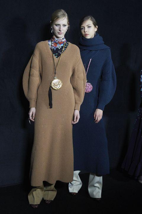 Sleeve, Textile, Outerwear, Coat, Fashion, Street fashion, Costume design, Fur, Vintage clothing, Fashion design,