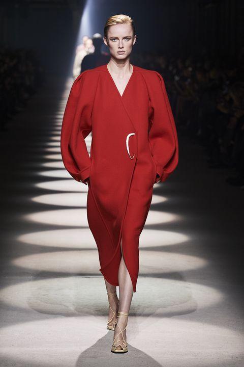 Fashion model, Fashion, Runway, Fashion show, Clothing, Red, Public event, Fashion design, Human, Haute couture,