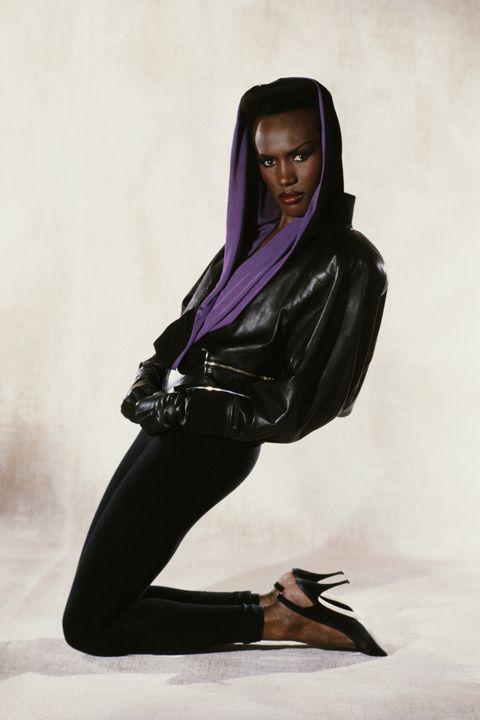 Black, Clothing, Purple, Beauty, Fashion, Leggings, Model, Footwear, Outerwear, Photo shoot,
