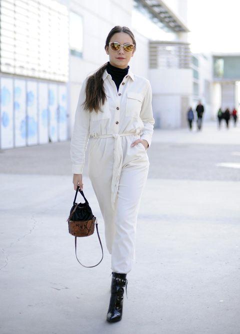 White, Clothing, Street fashion, Shoulder, Fashion, Jeans, Neck, Shirt, Waist, Snapshot,