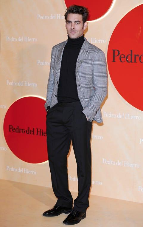 Suit, Clothing, Formal wear, Tuxedo, Fashion, Footwear, Human, Blazer, Outerwear, Shoe,
