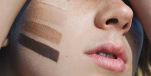 zonnebrand-make-up-foundation-vrouw
