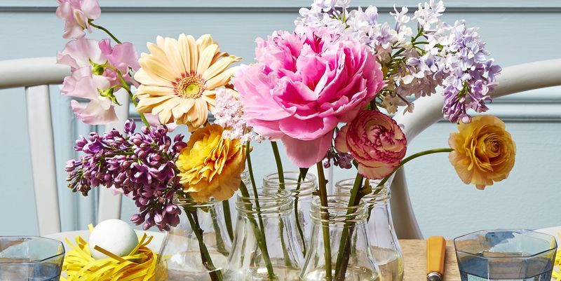 easter decorating ideas to beautify your easter Easter Decorations DIY Centerpiece Glass Jar Vase with Spring Flowers