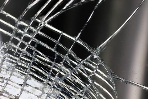 verre brisé sur l'écran tactile d'un appareil intelligent