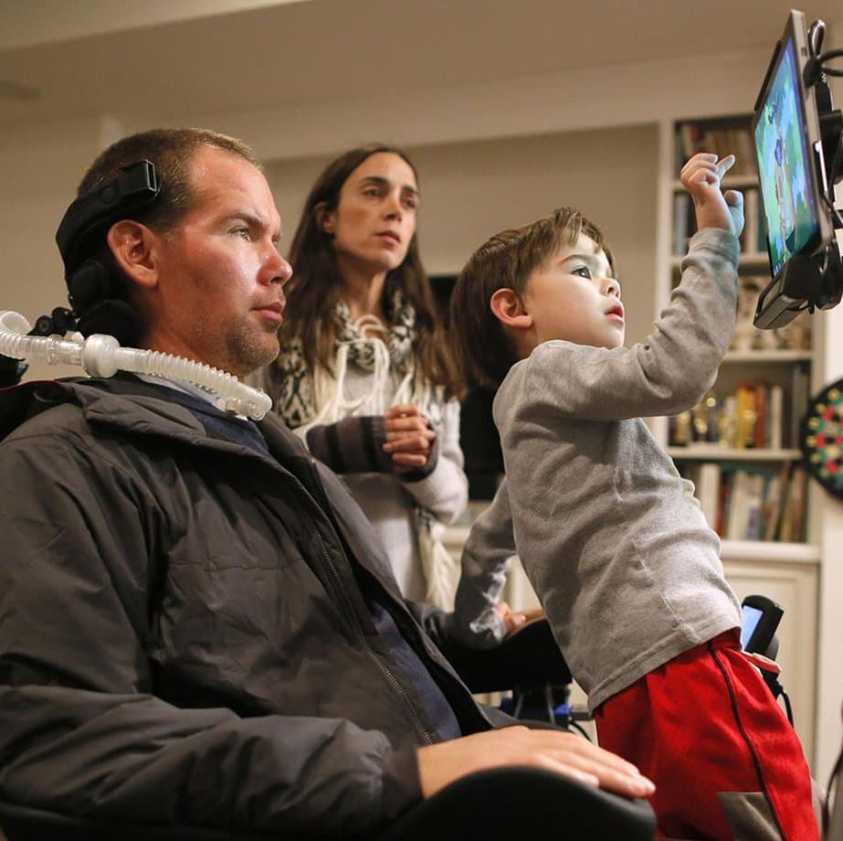 Gleason At the age of 34, New Orleans Saint Steve Gleason was diagnosed with ALS—otherwise known as Lou Gehrig's disease. Director Clay Tweel followed Gleason and his wife, Michel Rae Varisco, after they learned of Gleason's diagnosis—and of Varisco's pregnancy with their son, Rivers.