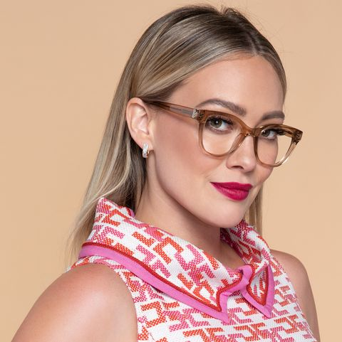 Eyewear, Hair, Glasses, Face, Lip, Hairstyle, Pink, Beauty, Chin, Vision care,