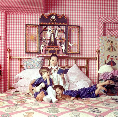 gloria-vanderbilt-in-bed