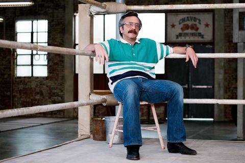 Sitting, Leg, Furniture, Knee, Leisure, Jeans,