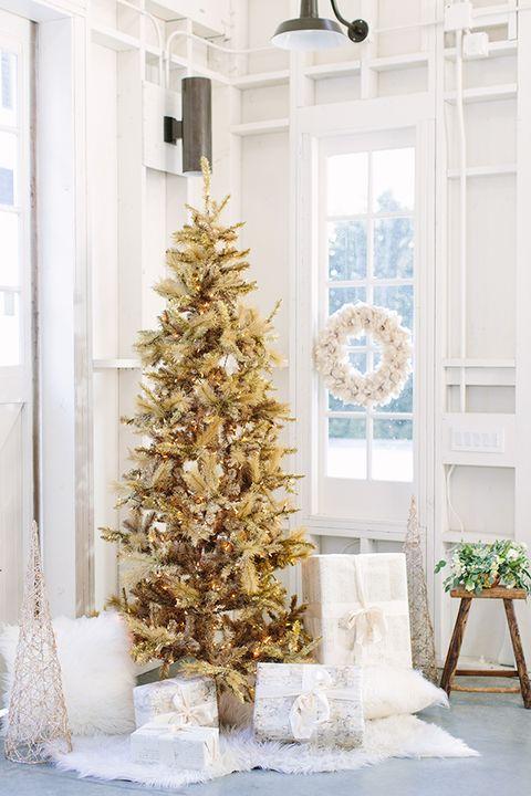 35 Stunning Christmas Tree Decorating Ideas And Photos 2020