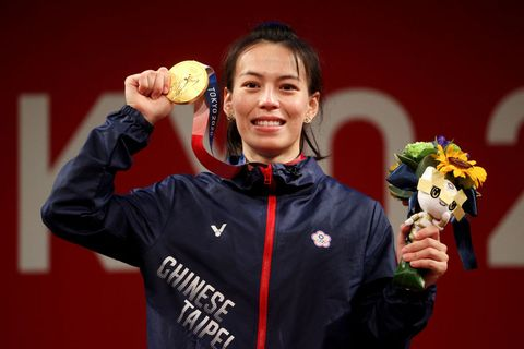 郭婞淳破紀錄拿下東京奧運舉重金牌 同款香奈兒logo耳環被熱搜!