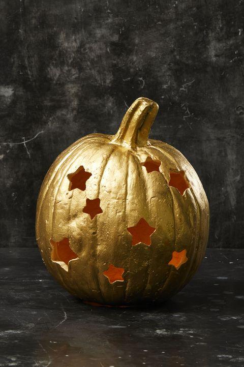 pumpkins carved for halloween