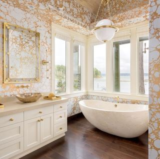20 Brilliant Ideas For Decorating With Mirrors Gold Wallpaper