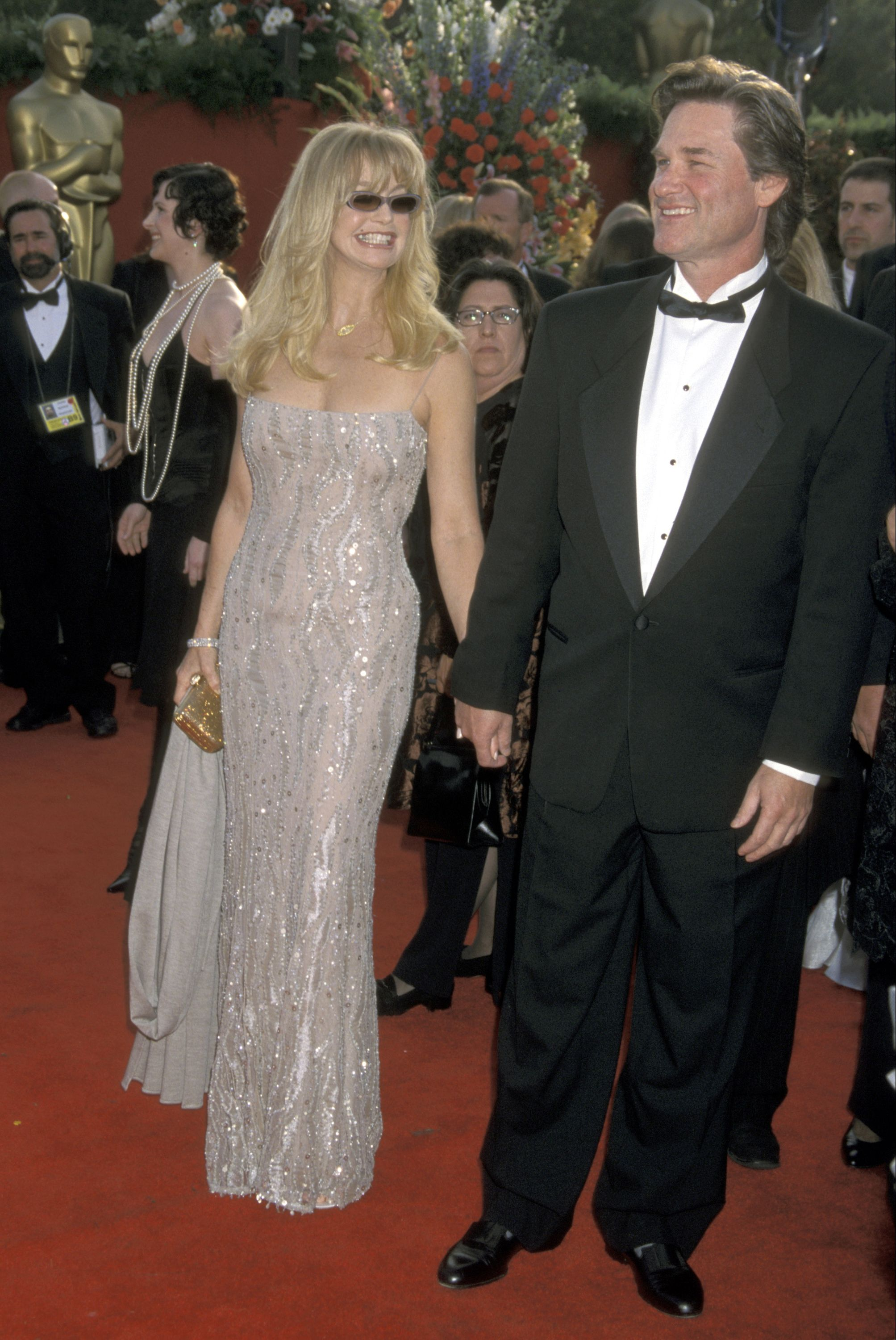 Goldie and Kurt arrive on the red carpet at the 73rd Academy Awards.
