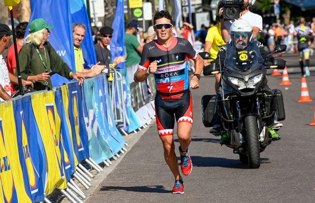 javier gómez noya se impone en una prueba de triatlón en su camino a los juegos olímpicos de tokio 2020