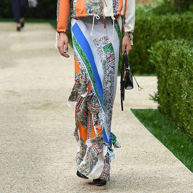 2330b00f0b79 Saldi estivi 2019: la gonna lunga tendenza moda 2019 in saldo