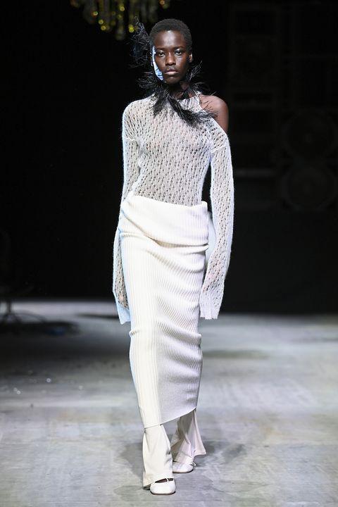 gonna e pantalone autunno inverno 2021, la moda invernale li vuole indossati insieme, scopri tutte le combo di gonna con pantalone elegante da sfoggiare presto