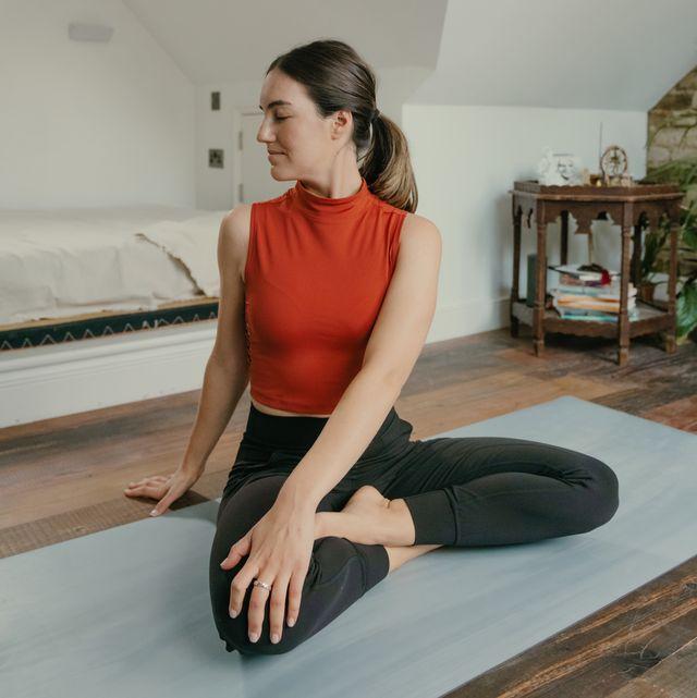 Shoulder, Human leg, Elbow, Room, Knee, Sitting, Physical fitness, Exercise, Wrist, Waist,
