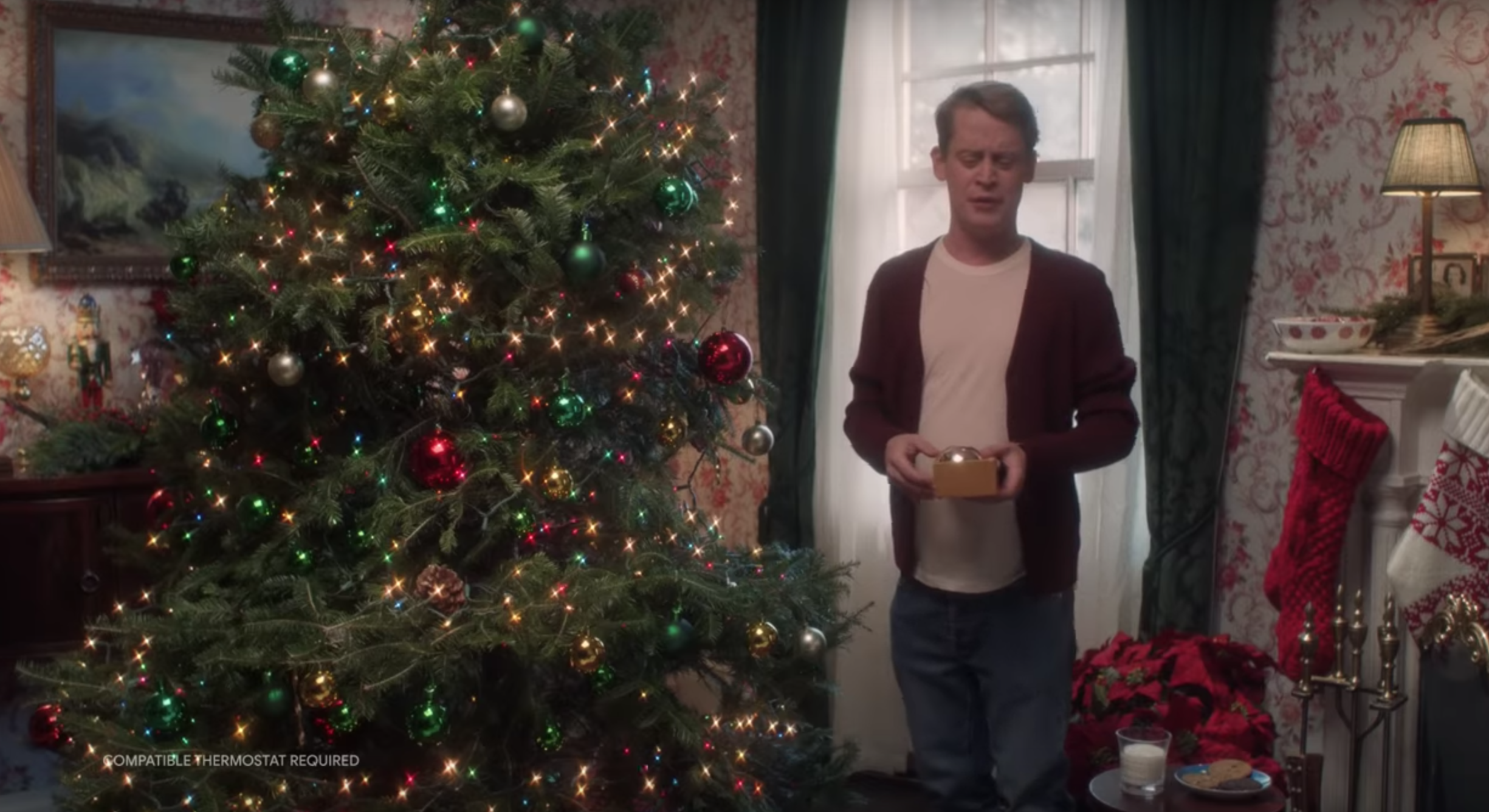 Alone For Christmas.Macaulay Culkin Is Home Alone S Kevin Mccallister Again In