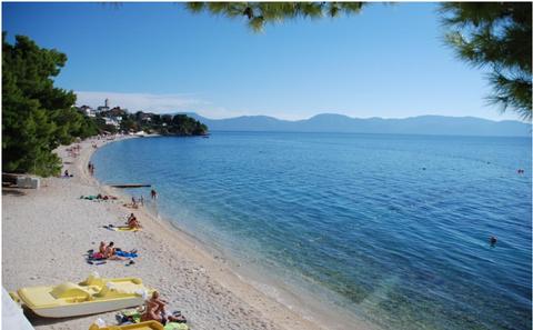Body of water, Beach, Sea, Coast, Shore, Vacation, Sky, Bay, Coastal and oceanic landforms, Tourism,
