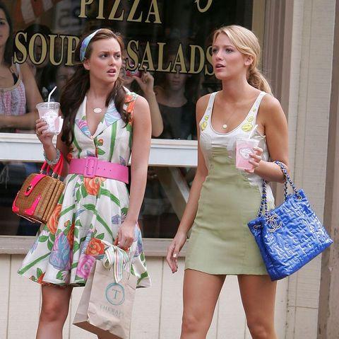 blake lively en leighton meester in een scène van gossip girl