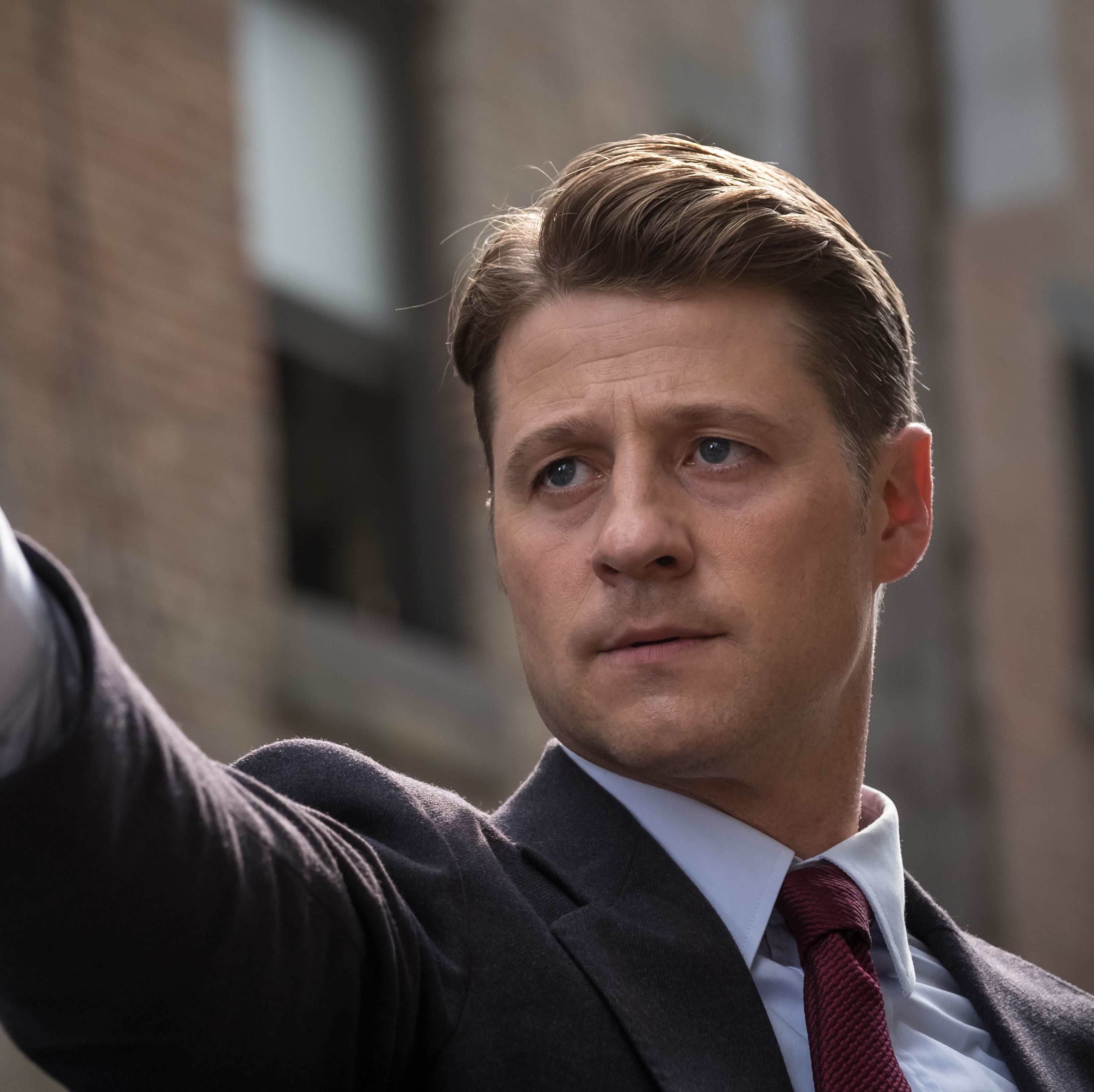 Gotham final episode pictures see Gordon finally adopt classic comic book look