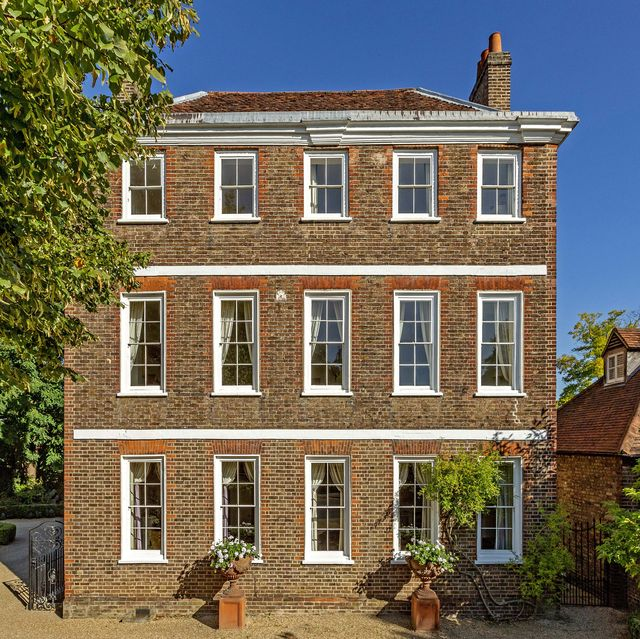 a stunning grade ii listed period home situated in the affluent area of richmond, surrey, is currently on the market