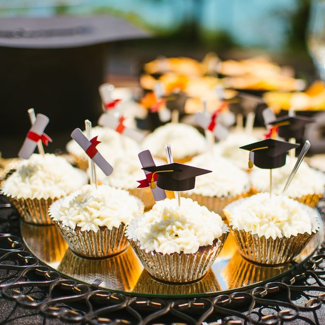 decoration of a party table for graduation