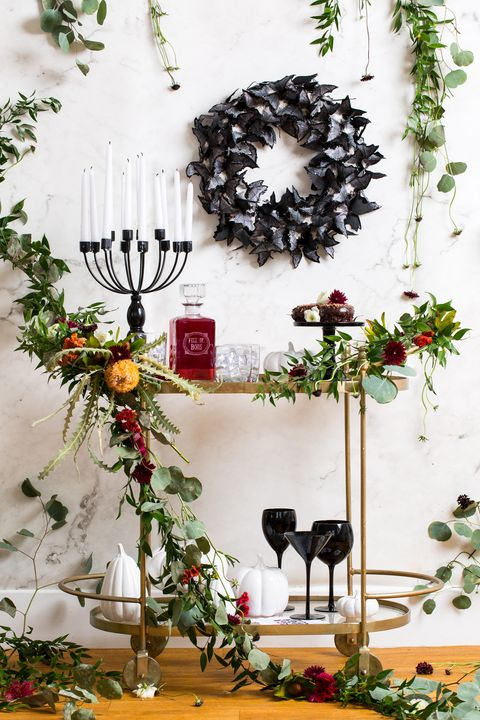 Christmas decoration, Wreath, Branch, Twig, Plant, Tree, Room, Floral design, Flower, Vascular plant,