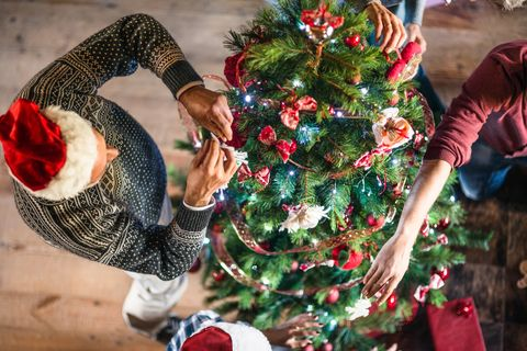 6 essentials for decorating your Christmas tree