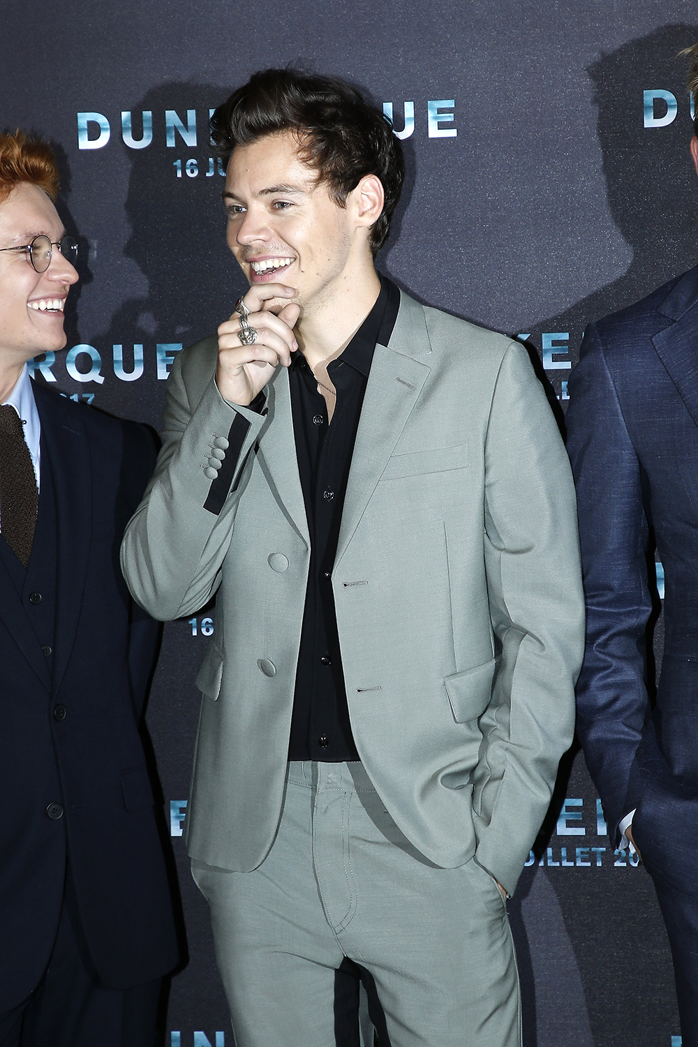 Harry Styles Suits Photos - Harry Styles Tour Outfits