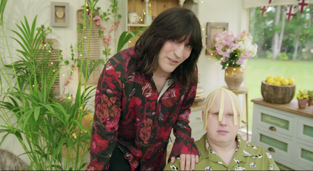 """noel fielding apparently gets told off while filming """"the great british baking show"""" for goofing off"""