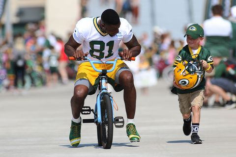 Green Bay Packers and Their Youngest Fans Team Up With a Bike Ride