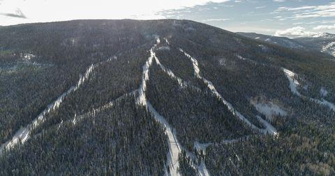 Mountainous landforms, Mountain, Ridge, Highland, Geological phenomenon, Hill, Fell, Summit, Rock, Sky,