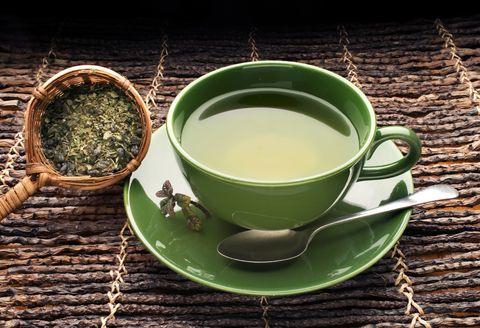 綠茶有助健康又抗衰老!喝綠茶的4大好處與最佳飲用時機,還能減重