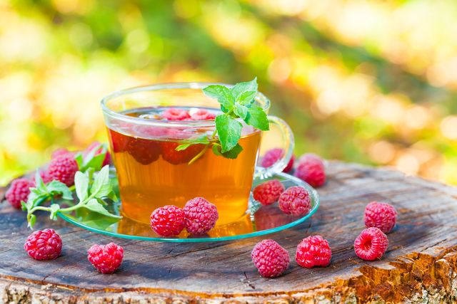 green tea with raspberries and mint