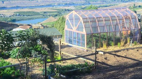18 diy backyard greenhouses how to make a greenhouse free greenhouse plans solutioingenieria Image collections