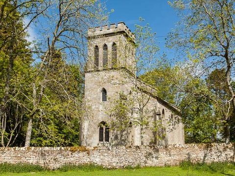 Church, Property, Building, Tree, Architecture, Place of worship, Chapel, Sky, Medieval architecture, Rural area,