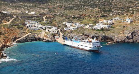 Water transportation, Boat, Vehicle, Sea, Coast, Marina, Waterway, Watercraft, Harbor, Tourism,