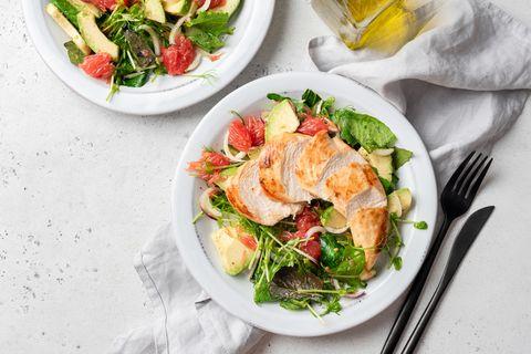 grilled chicken salad with avocado健身菜單, 免疫力, 基礎代謝率, 日本醫生, 易瘦體質, 減肥, 減重, 減重分享, 肌力, 肌肉, 蛋白質, 蛋白質減重法