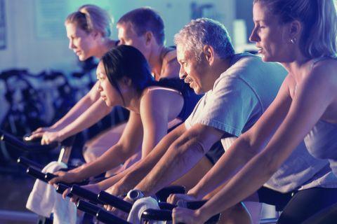 Wielrenners-spinningfiets-sportschool-voordelen