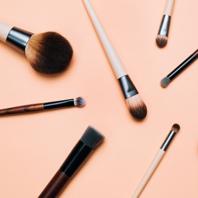brochas de maquillaje limpias