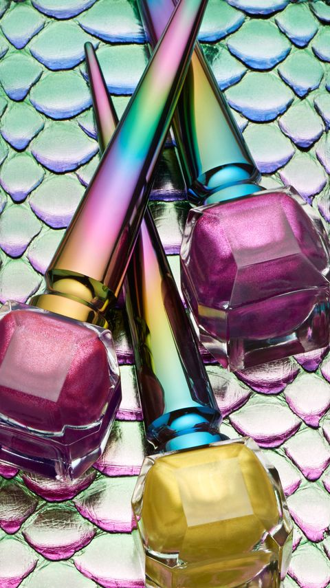 Here\'s What These Chrome Unicorn Nail Polishes Look Like On