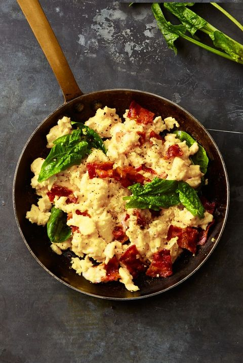 gruyère, bacon, and spinach scrambled eggs