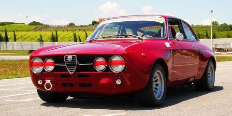Land vehicle, Vehicle, Car, Regularity rally, Alfa romeo 105 series coupes, Classic car, Coupé, Sedan, Alfa romeo, Alfa romeo gta,