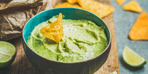 Verse guacamole met tortillachips