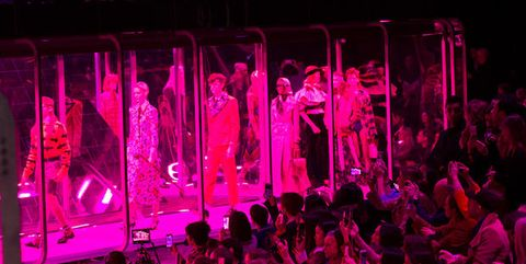 Entertainment, Magenta, Performing arts, Pink, Performance, Crowd, heater, Audience, Public event, Performance art,