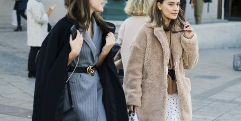 Street fashion, Clothing, Fur, Fashion, Coat, Outerwear, Snapshot, Fur clothing, Overcoat, Street,