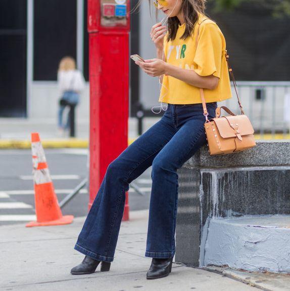 yellow t shirt street style