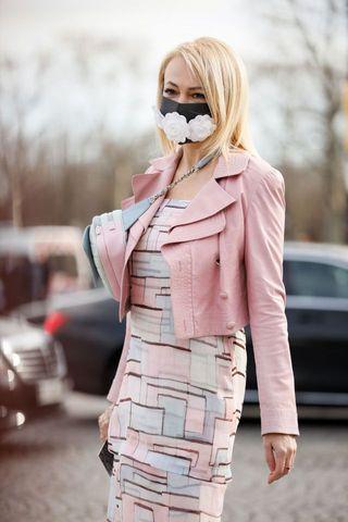 Street Style  - Paris Fashion Week - Womenswear Fall/Winter 2020/2021 : Day Nine