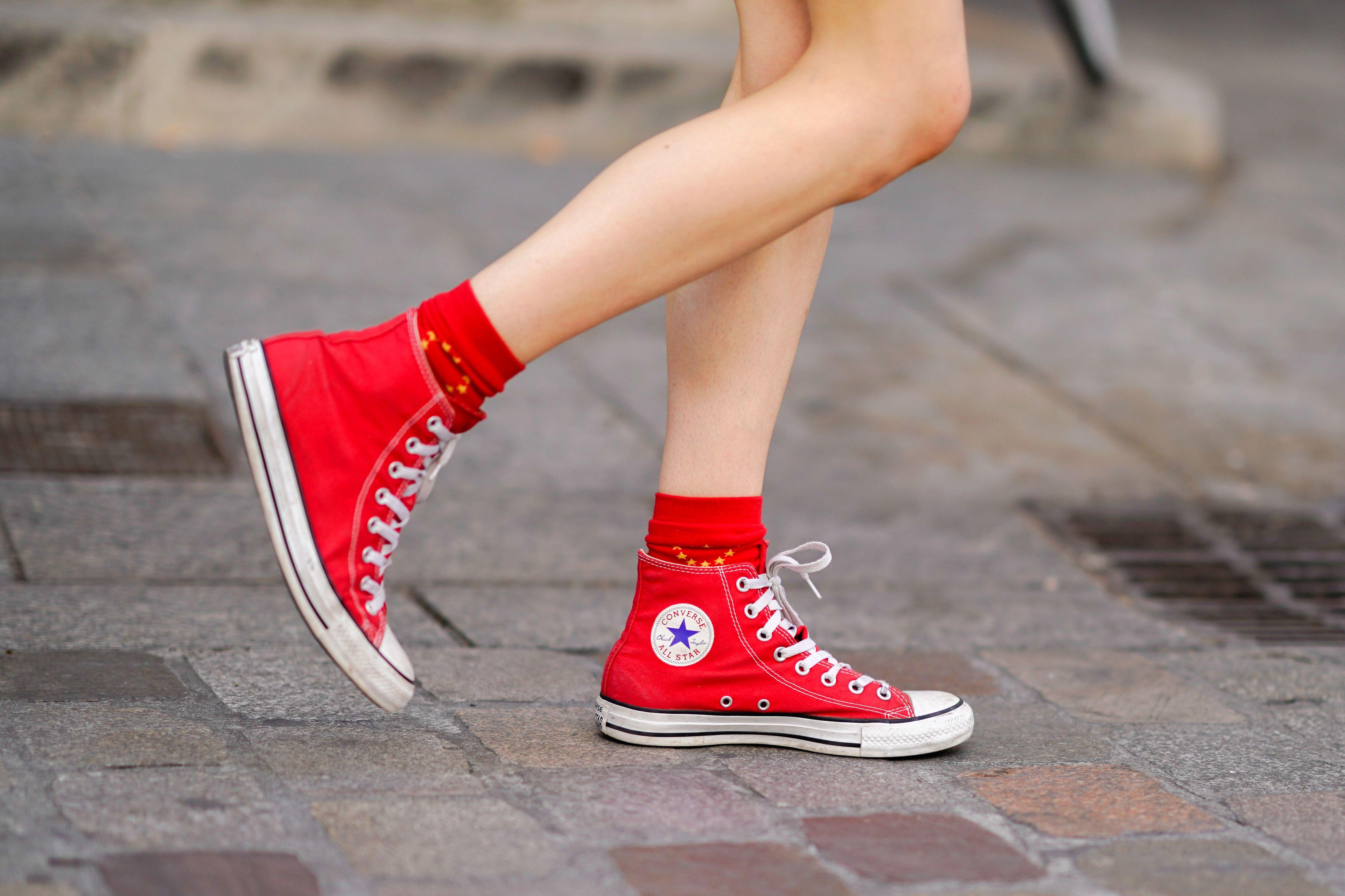 Amazon vende zapatillas rojas para celebrar San Valentín